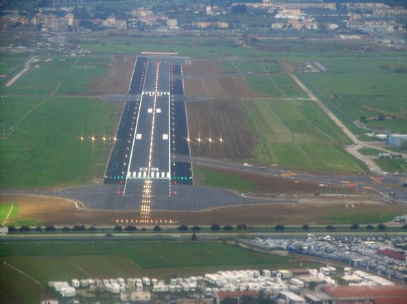 La pista dell'aeroporto Amerigo Vespucci di Firenze, inaugurata nel 2014 (Ansa)