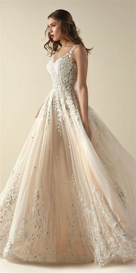 Best 25  Wedding Dress Sketches ideas on Pinterest