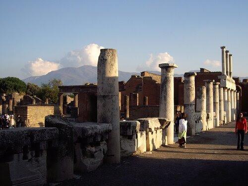 Колоннада в центре Помпей
