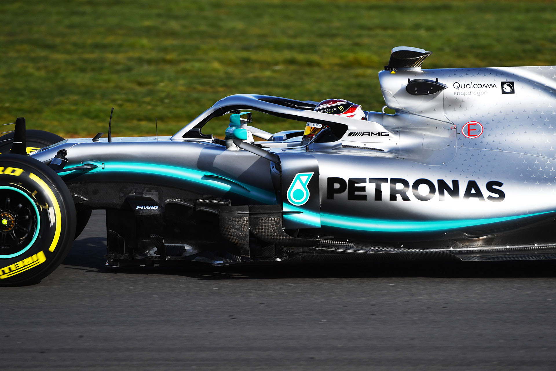F1: Mercedes AMG Petronas Welcomes The W10 - MotorworldHype