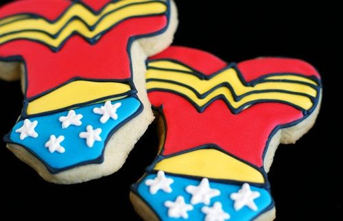how to make Wonder Woman cookies! | bakeat350.net