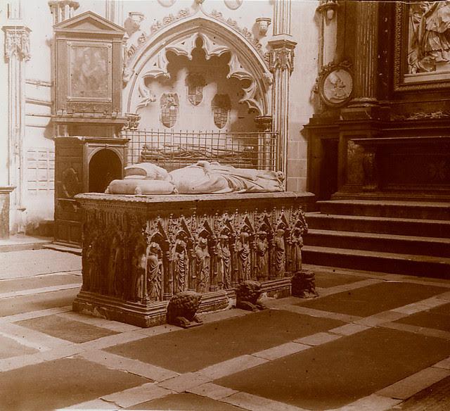Sepulcro en el Interior de la Catedral de Toledo. Fotografía de Luis Calandre Ibáñez