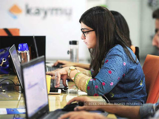 IT sector: IT professionals shelling out up to Rs 4 lakh to reskill - Times of India