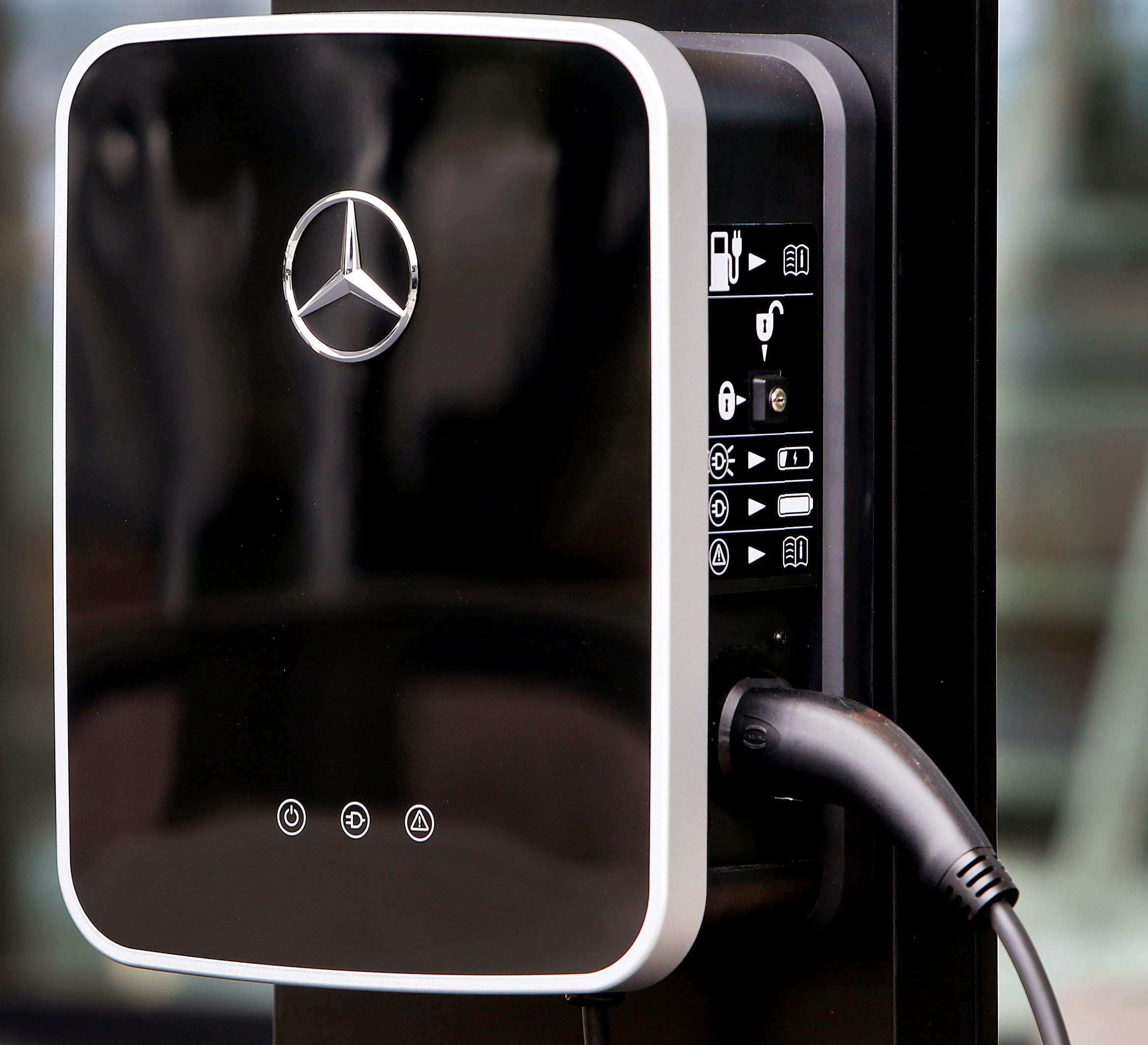 Mercedes-Benz To Invest $1 Billion In Alabama, Add 600 Jobs