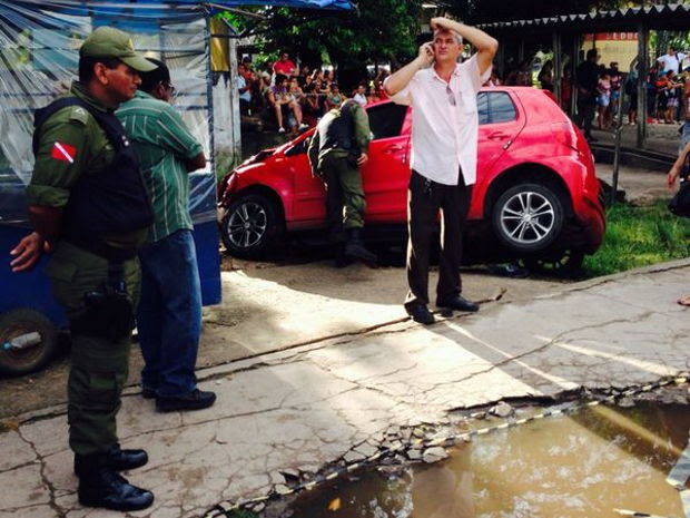 Segundo polícia, mulher perdeu controle do carro após queda de glicose (Foto: Robério Vieira / TV Liberal)