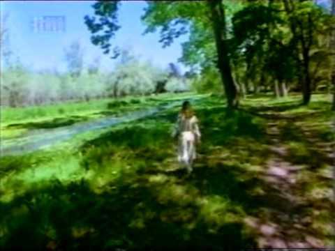 Alicia en el país de las maravillas (1976)