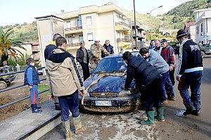 Messina, gli sfollati sono settecento partono le prime raccolte di fondi