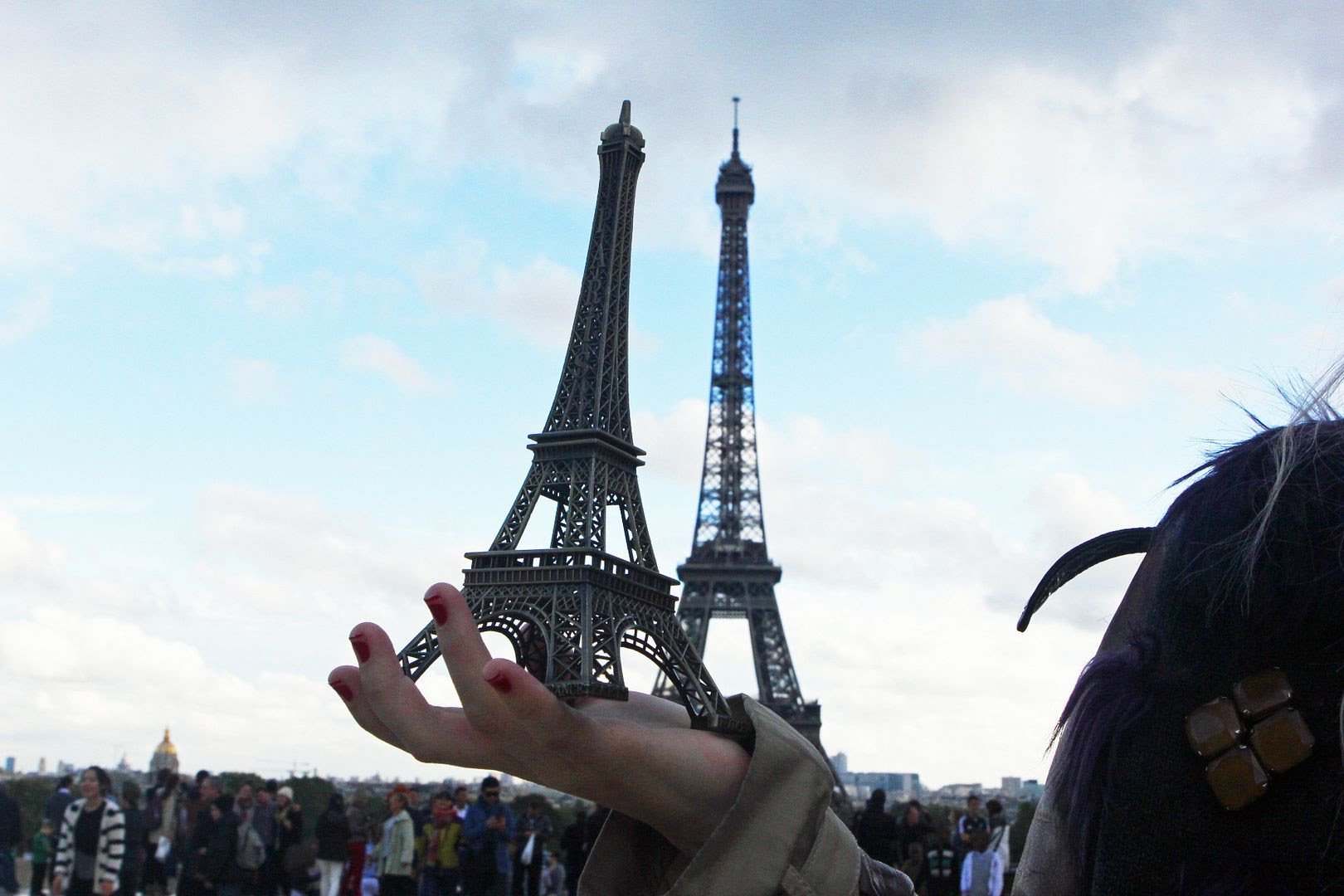 photo eiffeltower-marcjacobsscarf-paris-simonecamillebag-7_zps32fcc95f.jpg