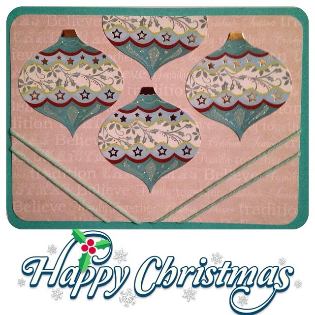 I hope that you are all having a wonderful day however you are celebrating it! The last of my postcards until next year. #christmas #postcard #snailmail #christmaspostcard #cottonyarn #baubles