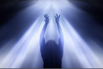 http://lejardindejoeliah.com/wp-content/uploads/2013/05/femme-lumiere-divine-350x236.jpg