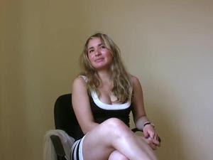 Mãe solteira toda boazuda de vestido sentando com maestria na piroquinha do gordão