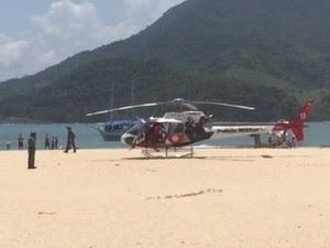 Helicóptero Águia resgatou mulher na Ilha do Prumirim, em Ubatuba (Foto: Daniel da Silva / Vanguarda Repórter)