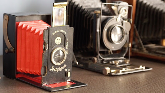 Jollylook - The First Cardboard Vintage Instant Camera!