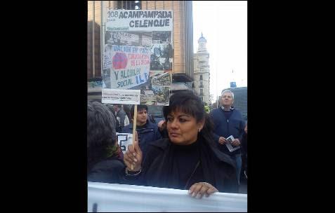 Melchorita García, víctima de desahucio y activista de la acampada de la plaza celenque, confiesa que fue una gran alegría que el gobierno aceptará debatir la ILP, pero que es sólo un pequeño paso en la lucha. -AB