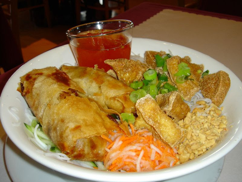 Vegetarian Imperial Roll and Fried Tofu Vermicelli
