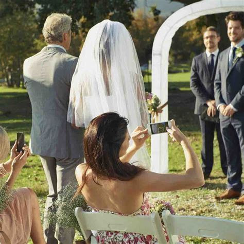 How to have an unplugged wedding ceremony