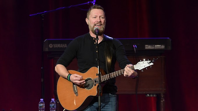 Lucky Offers Ads((Via-News)) Blake Shelton officiates Trace Adkins, Victoria Pratt wedding in New Orleans