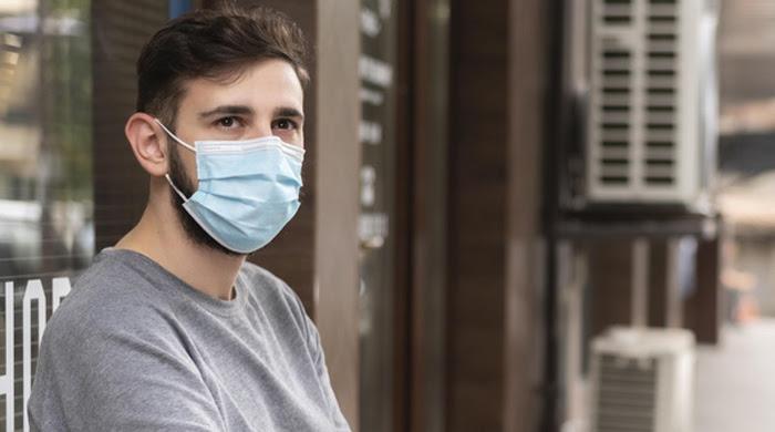immagine uomo con mascherina