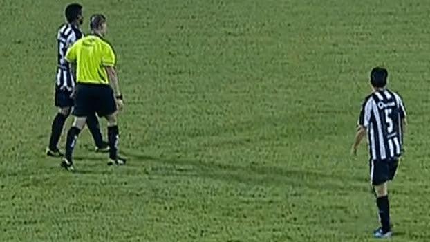 Britto e Rafael Silva, do União Barbarense, usaram camisas de número 5 contra o Linense