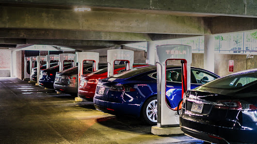 Switching to Electric Vehicles Could Save the US Billions, But Timing Is Everything