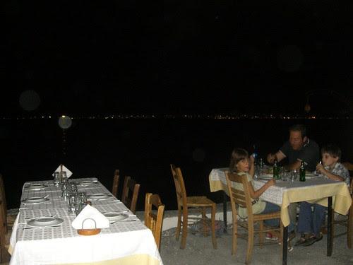 dining by water's edge kalamaRIA thessaloniki