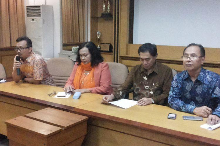Universitas Gunadarma memberikan sanksi terhadap mahasiswanya yang menjadi pelaku perundungan atau bullying terhadap MF (19). Pengumuman pemberian sanksi itu dilakukan  dalam sebuah konferensi pers yang digelar Rektorat Universitas Gunadarma di kampus di Jalan Margonda, Depok, Rabu (19/7/2017) malam.