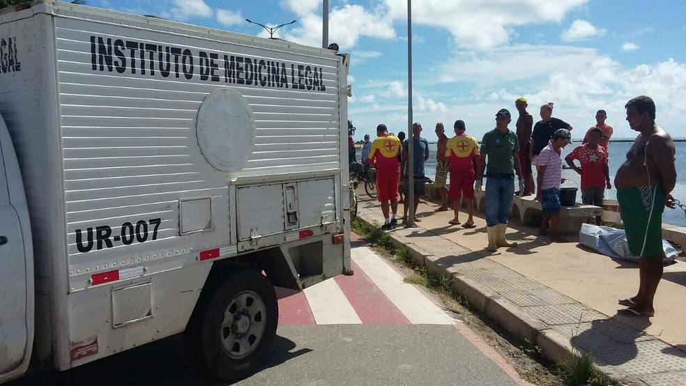 IML esteve no local e recolheu o corpo (Foto: Danilo César/TV Globo)