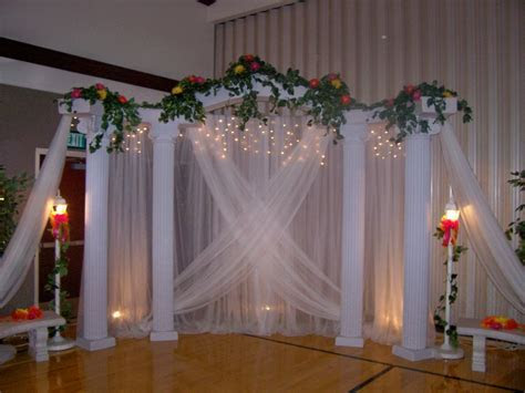 PIC OF WEDDING COLUMNS     backdrops cake classic