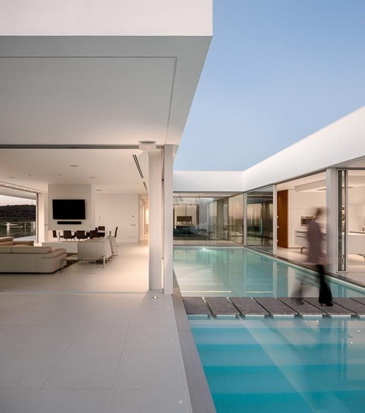 Villa Escarpa by Mario Martins