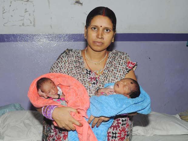 RInku Devi e seus dois bebês (Foto: Barcroft India / Barcroft Media / Getty Images)