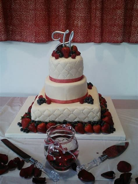 1000  images about Fruit topped wedding cakes on Pinterest