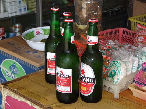 Bier halen bij de warung 2009