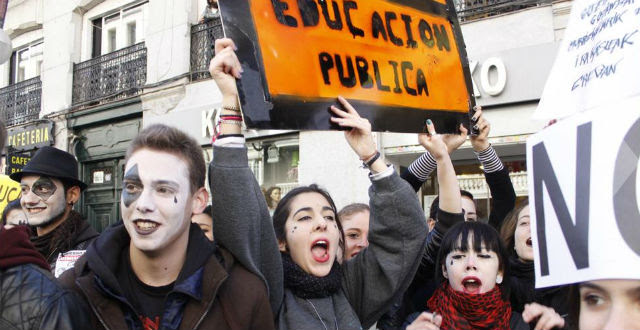 Estudiantes de Secundaria, durante la manifestación de ayer en Madrid. JAIRO VARGAS (PÚBLICO)