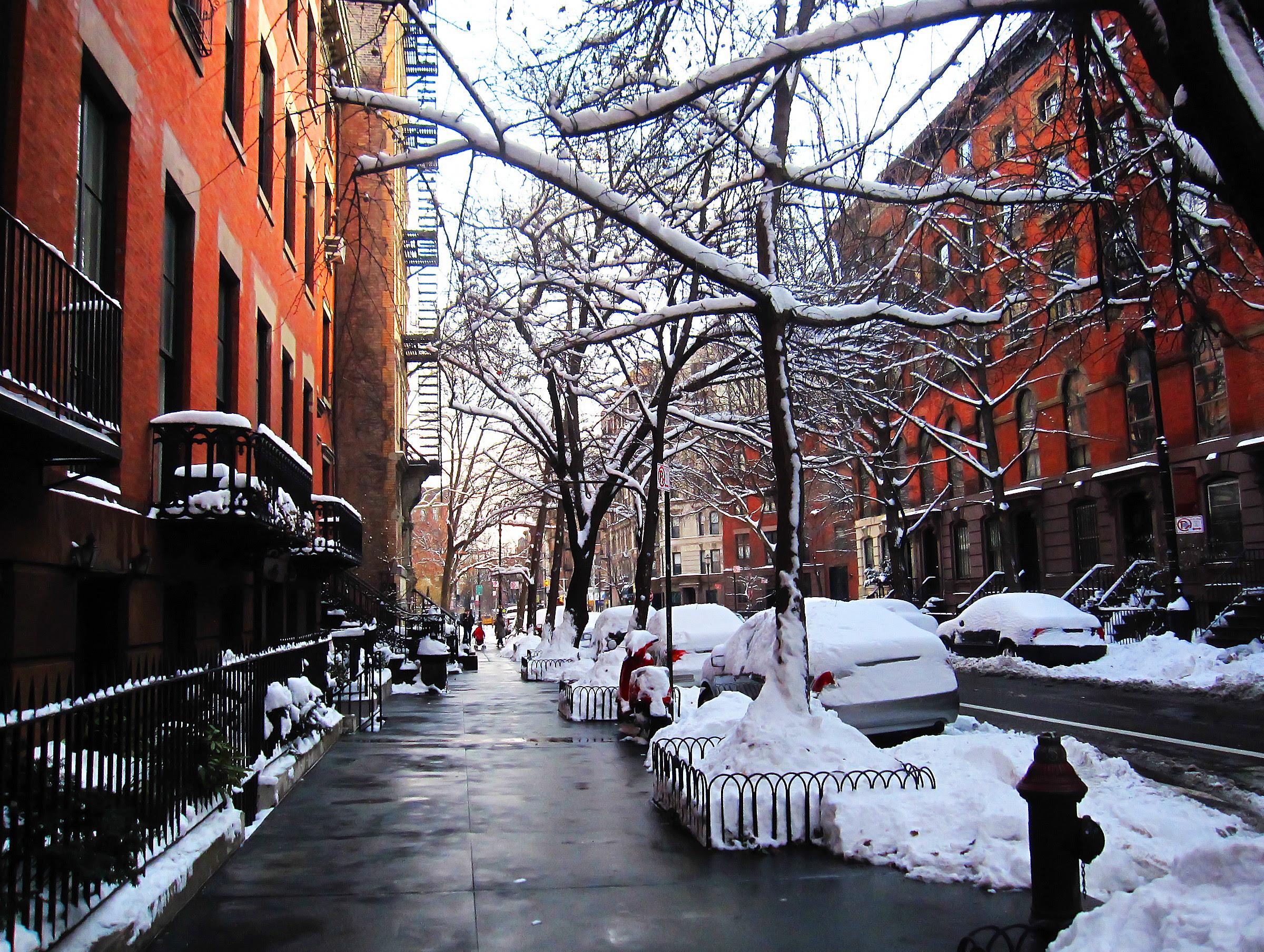 Snow on E 10th Street