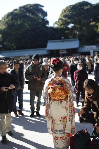 Girl in kimono surrounded by photographers