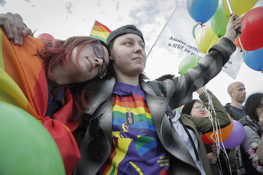 Gay rights activists hold flash-mob protest in St. Petersburg