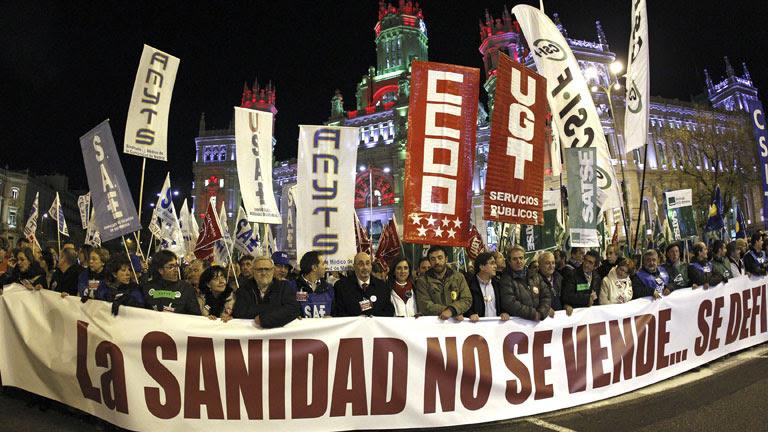 La 'marea blanca' se manifiesta contra la privatización de los hospitales en Madrid