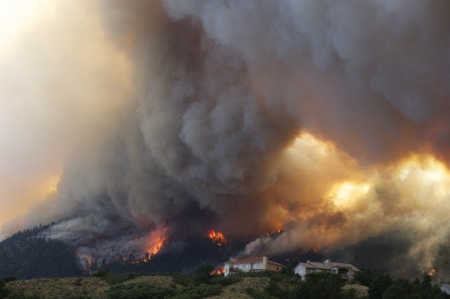 The Waldo Canyon wildfire burns near Colorado Springs, June 26, 2012. (Gaylon Wampler/AP)