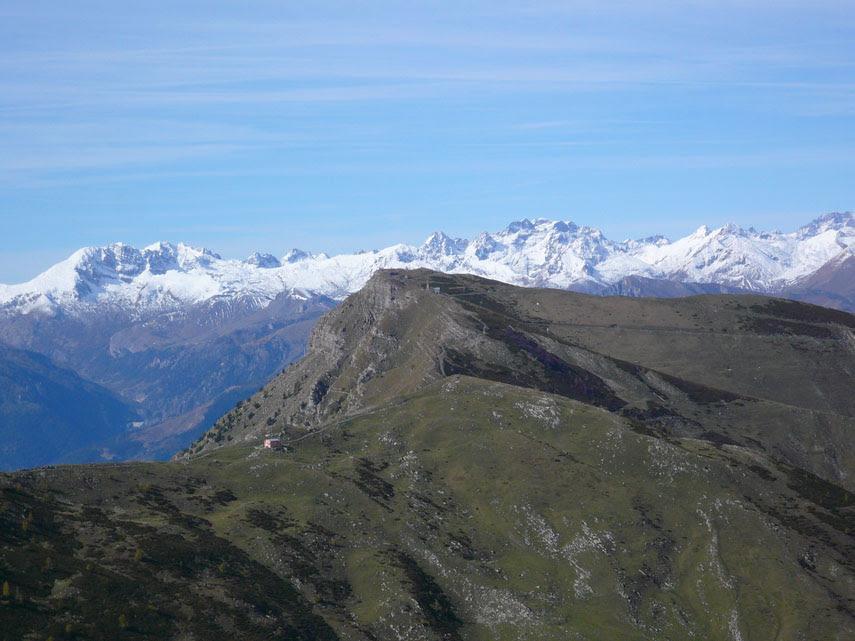 Panorami liguri tra il mare, a Sud, e i rilievi delle Alpi Marittime e dell'Appennino ligure, a Nord (quinta parte).