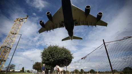 BBC News - Heathrow and Gatwick new runway costs 'underestimated'