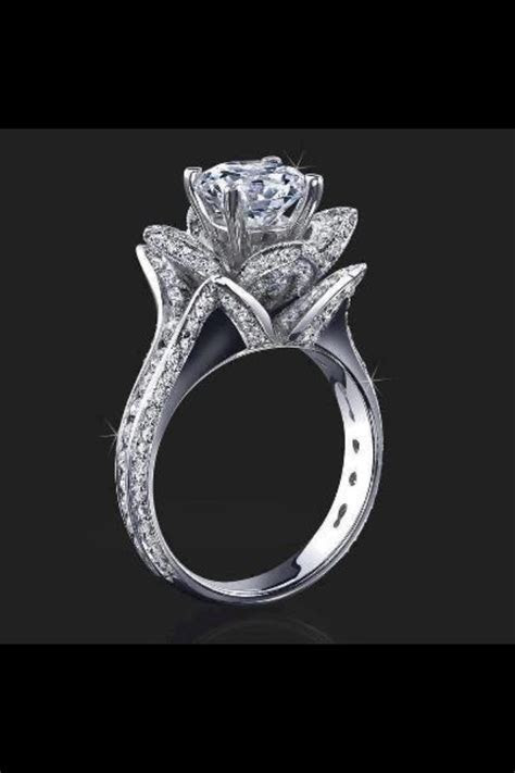 Tulip wedding ring! This is a must one day. my dream