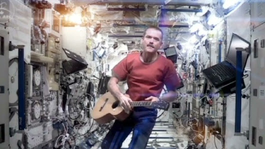 Astronaut sings Bowie's 'Space Oddity' in zero gravity