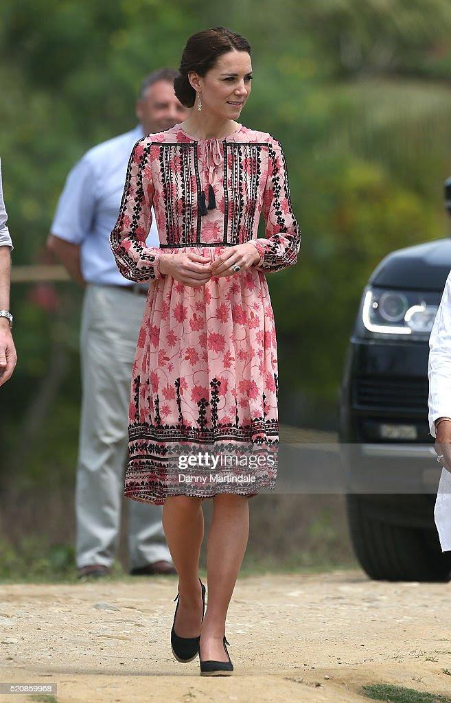 Katarzyna, księżna Cambridge odwiedza Pan Bari osadę rolniczą w Kaziranga Parku Narodowego w dniu 4 królewskiej wizyty w Indiach i Bhutanu w dniu 13 kwietnia 2016 roku w Kaziranga w Indiach.  Książę i księżna Cambridge są na tygodniową wycieczkę Indie i Bhutan biorąc w Bombaju, Delhi, Assam, Bhutanu i Agra.