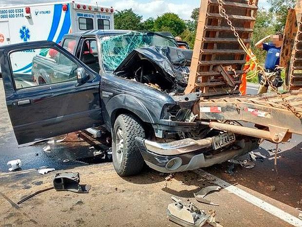 Acidente deixou dois feridos perto de Cândido Sales, na Bahia (Foto: Blog do Anderson)
