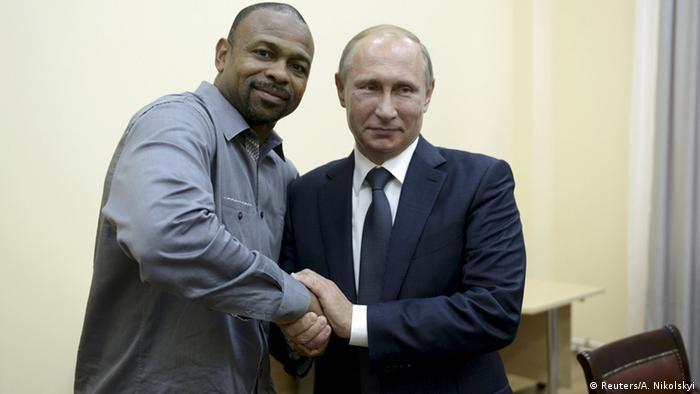 Krim US-Boxer Roy Jones und Wladimir Putin in Sewastopol