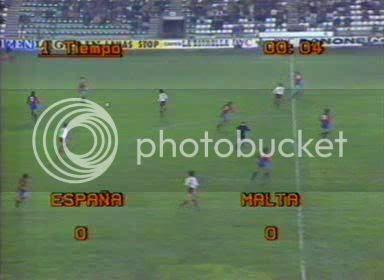 Obsérvese que a los cuatro segundos España ya tenía el balón. Habían centrado los malteses.