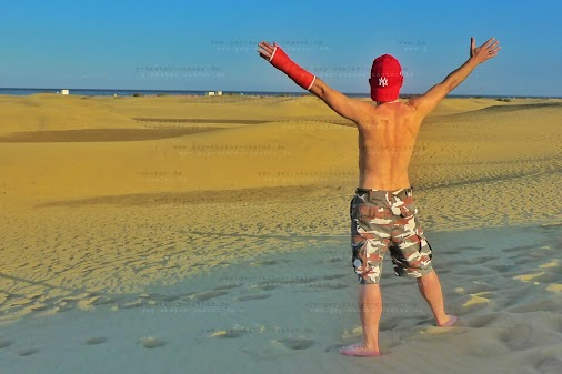 2018-05 sats  Sneak preview of my #red #softcast holiday #sats  Day 5: I'm the king of the world!  https...