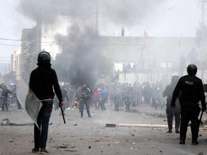 Continuano le proteste e le mobilitazioni 6 anni dopo le grandi manifestazioni di piazza che costrinsero l'allora presidente Ben Alì alla fuga. In particolare a Kasserine, città da cui è […]
