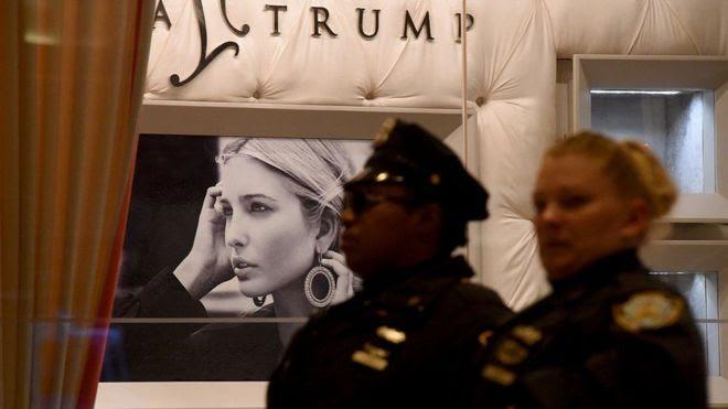 En la torre Trump vive el presidente electo de EE.UU. y también hay tiendas y una joyería de la marca de su hija, Ivanka Trump.