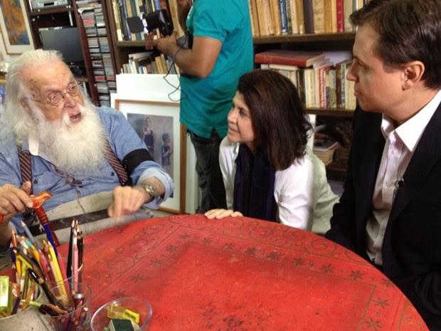 Francisco Brennand (esq.) ao lado de Cristina Aragão e Gerson Camarotti